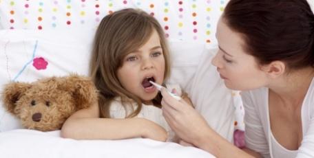 crianca-febre-cuidados-saude-10391